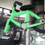 Köppel 2-Rad Berg Eröffnung Velo aus 2000 Luftballons