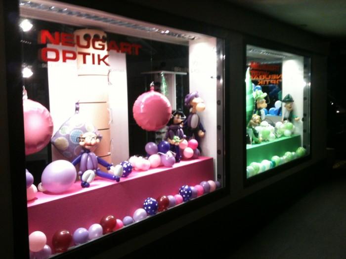 Firmenanl sse ballonhaus wir verpacken luft ber die for Schaufenster weihnachtsdeko