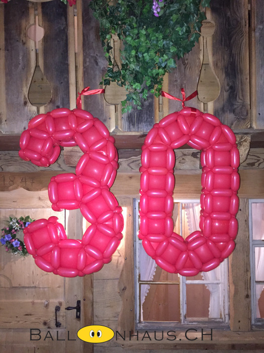 Wir formen alle Zahlen und Buchstaben in diversen Grössen aus Luftballone