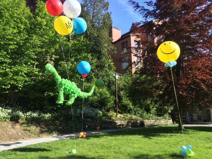 Fliegender Geburtstags-Dinosaurier