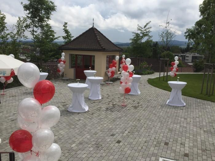 Hochzeitsdeko outdoor Apero Platz  Bouquet Ballonhaus8080