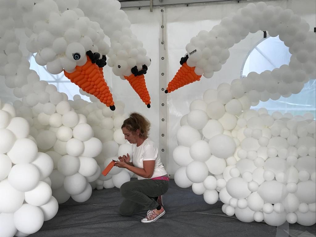 Walking Acts Festival seenachtsfest originelle Unterhaltung Ballonprofis ballonhaus.ch